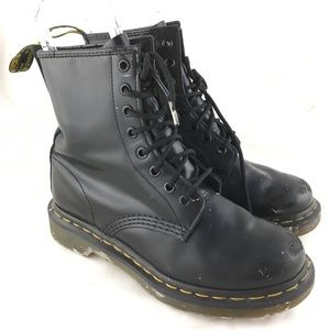 1460 combat boots smooth black leather 8 eye lace